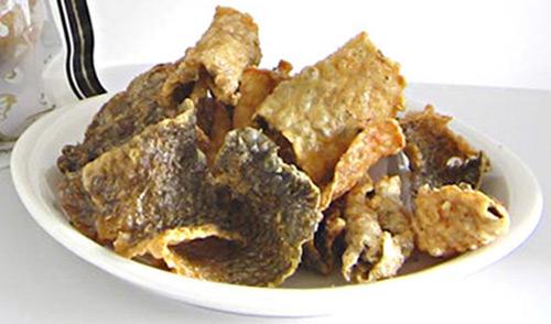 鮭の皮チップス